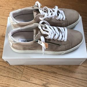Steve Madden light brown sneakers with silver star